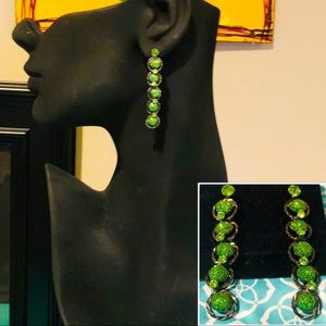 NWT GORGEOUS GREEN DRUSEY STYLE HANGING EARRINGS